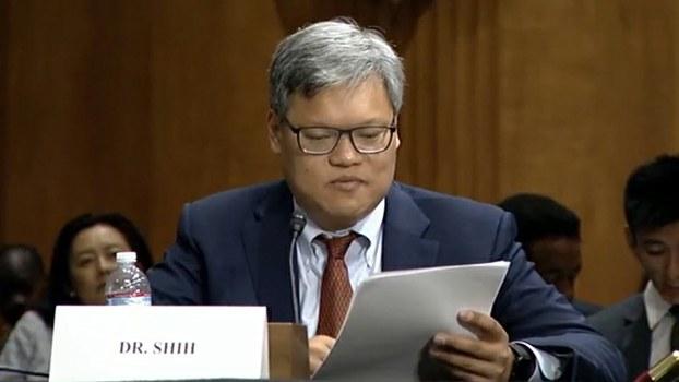 在听证会上发言的史宗瀚博士(记者王允摄影)