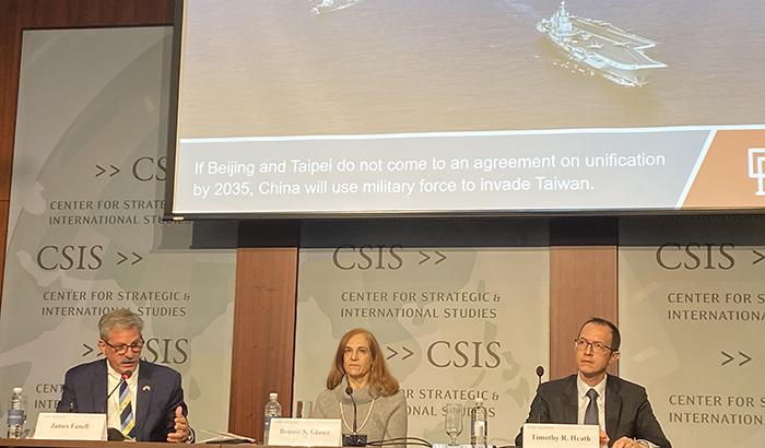 """美国华盛顿智库战略与国际研究中心2019年12月4日举办""""中国势力""""辩论会。退役海军上校詹姆斯·范内尔(James Fanell)(左)与蒂莫西∙希思(Timothy R. Heath)(右)辩论。(记者王允摄影)"""