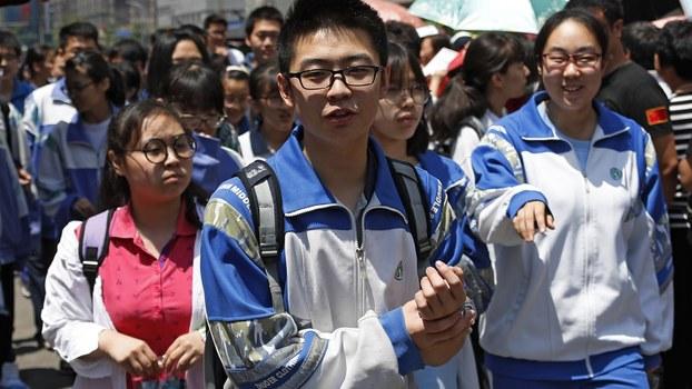 资料图片:参加高考的中国学生(美联社)