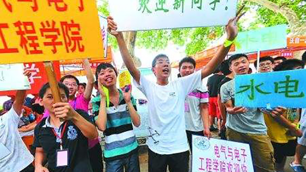 中国的工程院校正在迎接新生。中国的工程教育突飞猛进,但人文教育滞后。(Public Domain)