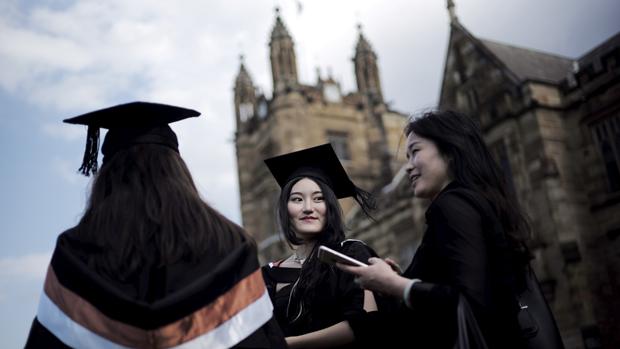 图为在澳大利亚的中国留学生。(路透社资料图片)