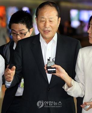 图片:韩国特使李相得访问利比亚之后于本月13日回国。(韩联社)