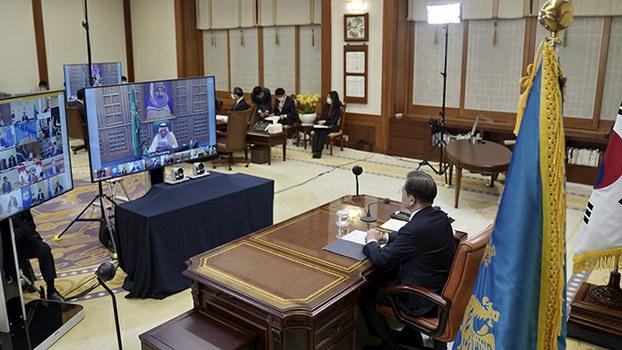 二十国集团2020年3月26日举行网络领袖峰会。图为参加峰会的韩国总统文在寅。(韩联社/美联社)