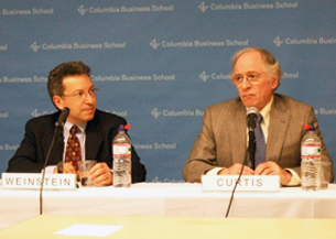 图片:(左)哥伦比亚大学经济学院日本经济研究中心副主任大卫•韦恩斯坦哥伦比亚大学东亚研究所政治学教授杰拉德•柯蒂斯。(特约记者紫荆摄)