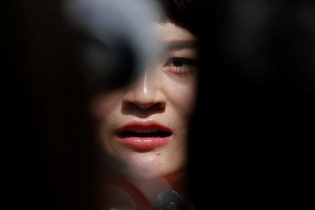 709被捕律师王全璋的妻子李文足呼吁司法部立即安排探视王全璋 。(路透社)
