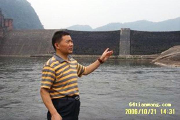 2006年,黄晓敏等前往宜宾大塔,支援农民维权。(六四天网)