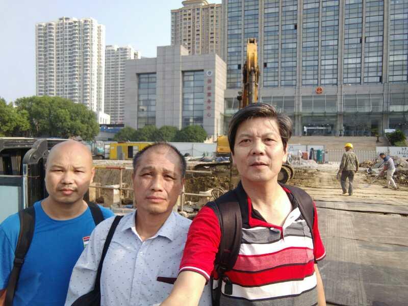 2019年8月20日,湖南公民陈思明(右)等维权人士到苏州声援朱承志。 (陈思明独家提供)