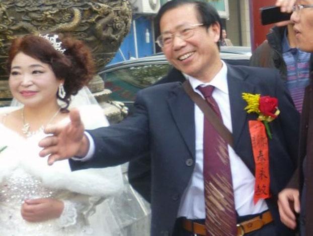 2013年12月8日,武汉异议人士秦永敏和赵素利女士在武汉市武昌区艳阳天酒楼举行婚礼。(参与网)