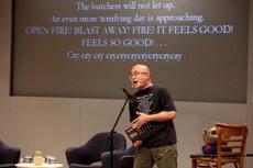 图片:廖亦武在朗诵《大屠杀》(纽约公共图书馆提供)