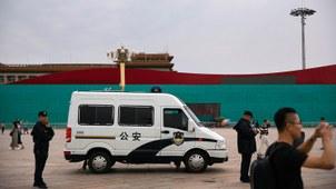 2019年9月10日,北京天安门广场附近停放一辆警车。(美联社)