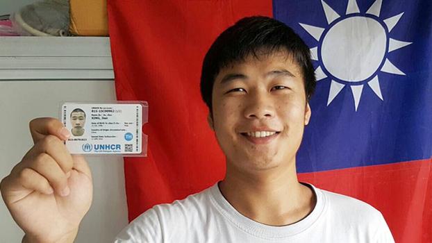 邢鉴于2016年获得联合国难民公署发出的难民证(志愿者提供/记者乔龙)