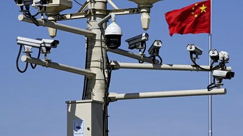 北京街头安装的监控摄像头(美联社)