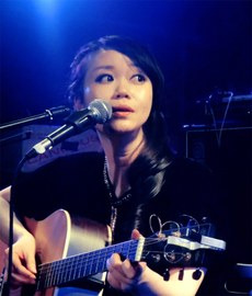 图片:歌手吴虹飞。(吴虹飞微博)