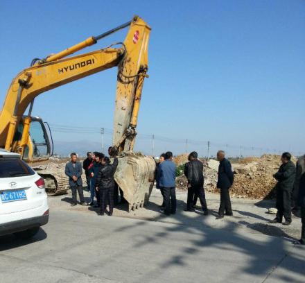 图片: 浙江温州苍南县发生暴力强拆事件。 (新浪微博/记者忻霖)