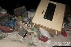 甘肃省天水市社棠镇政府为修建天平铁路赶工期,暴力驱赶被安排在临时安置房内无家可归的村民。(微博图片)