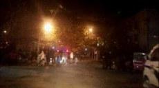图片: 死者家属及村民在临沭县委前讨公道,双方发生冲突。 (中国茉莉花革命网)