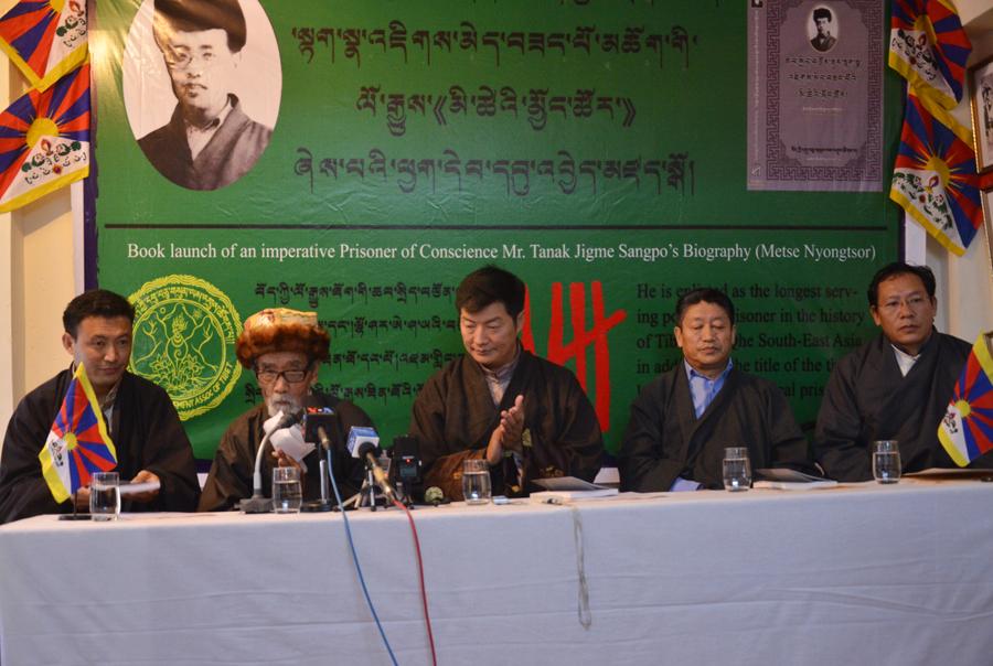 图片:西藏知名前政治犯达纳晋美桑布发言。(记者丹珍摄)