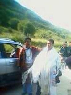 图片:甘孜州炉霍县藏人索南仁青获释返家时受家乡藏民隆重欢迎。(受访人提供)