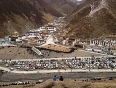 图片:青海玉树州称多县扎朵镇赛康寺全景。(受访人提供)