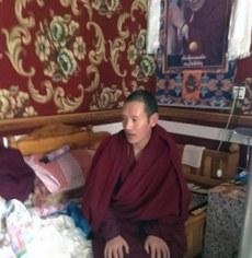 图片:青海称多县赛康寺僧人索南西热于12月23日提前获释后返回寺院,受僧众迎接。(受访人提供)