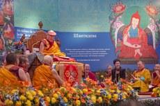 图片:达赖喇嘛于12月18号在新德里向俄罗斯信众传法。(达赖喇嘛网站)