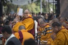 """图片:达赖喇嘛于12月16号在新德里主持""""燃灯日祈福会""""。(达赖喇嘛网站)"""