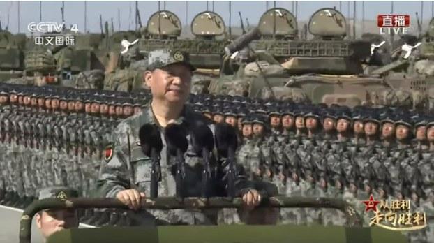 为庆祝中共建军90週年,2017年7月29日在朱日和训练基地举行阅兵,习近平在阅兵仪式上。(视频截图/CCTV)