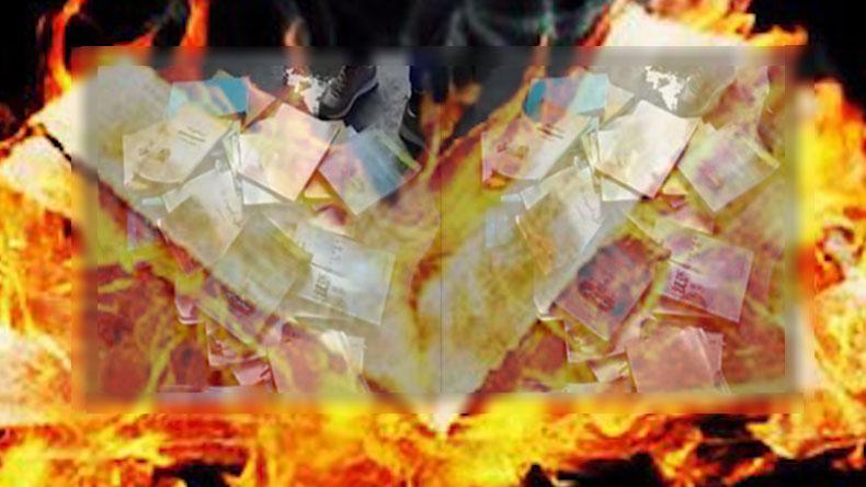 """众多网民留言感叹当局下令清查所谓违反《宪法》、煽动民族仇恨、民族歧视或者侵害各民族风俗的图书。认为当局此举与秦始皇时期的""""焚书坑儒""""及毛泽东的文革""""烧书禁书""""有相似之处。(资料图)"""