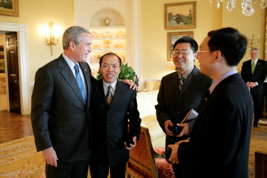 2006年王怡(右二)在白宫受到美国总统乔治·W·布什接见。(路透社)