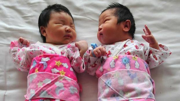 资料图片:2015年10月,中国宣布全面放开二胎政策。 (法新社)