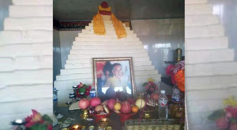牧民为一活佛修建的腰斯吐那日嘎庙内,供奉着藏传佛教三世活佛像。(志愿者提供/记者乔龙)