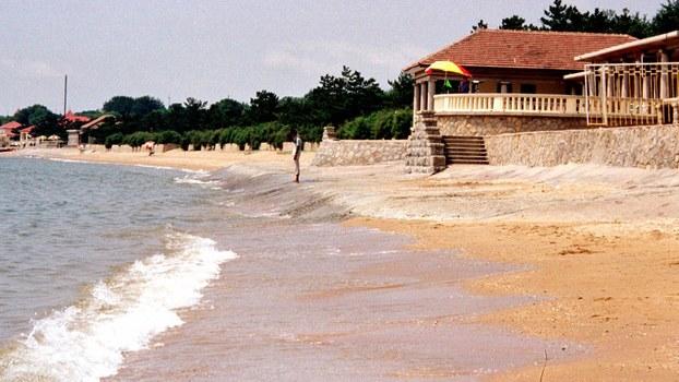 中国北戴河的一处海滩,中国领导人常常在北戴河休假开会。(美联社资料图片)