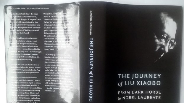 即将在美国出版的文集《刘晓波之旅程:从黑马到诺奖得主》英文版封底封面(独立中文笔会)