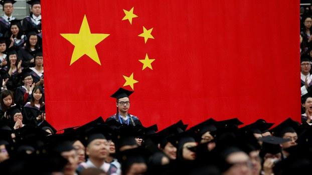 学者认为这是中国对海外孔子学院受到抵制的变通方法,当局试图向外国留学生灌输红色思想。(路透社资料图)