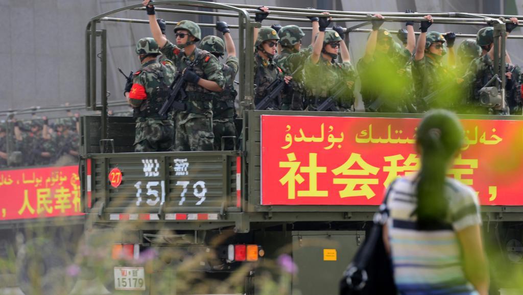 舆论认为,在未来一段时间内,新疆管控模式或遍及全中国。(资料图/法新社)