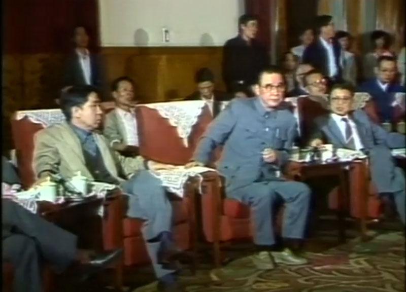 1989年民运期间,李鹏与绝食学生代表对话。(视频截图)