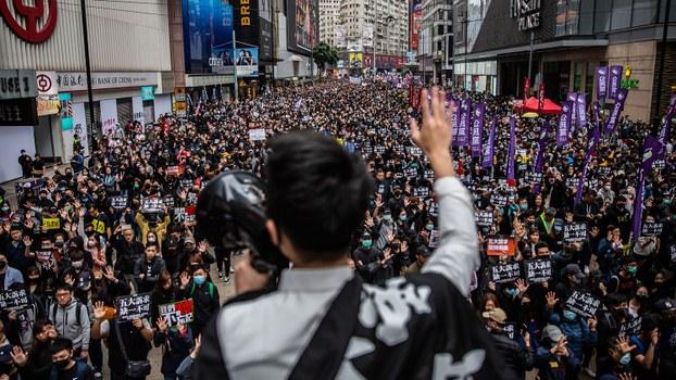 2020年1月1日,香港民众再次上街游行。(法新社)