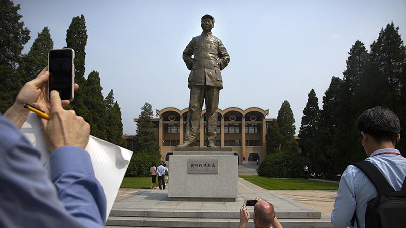 中共中央党校内的毛泽东塑像。毛泽东曾任党校校长。(美联社)