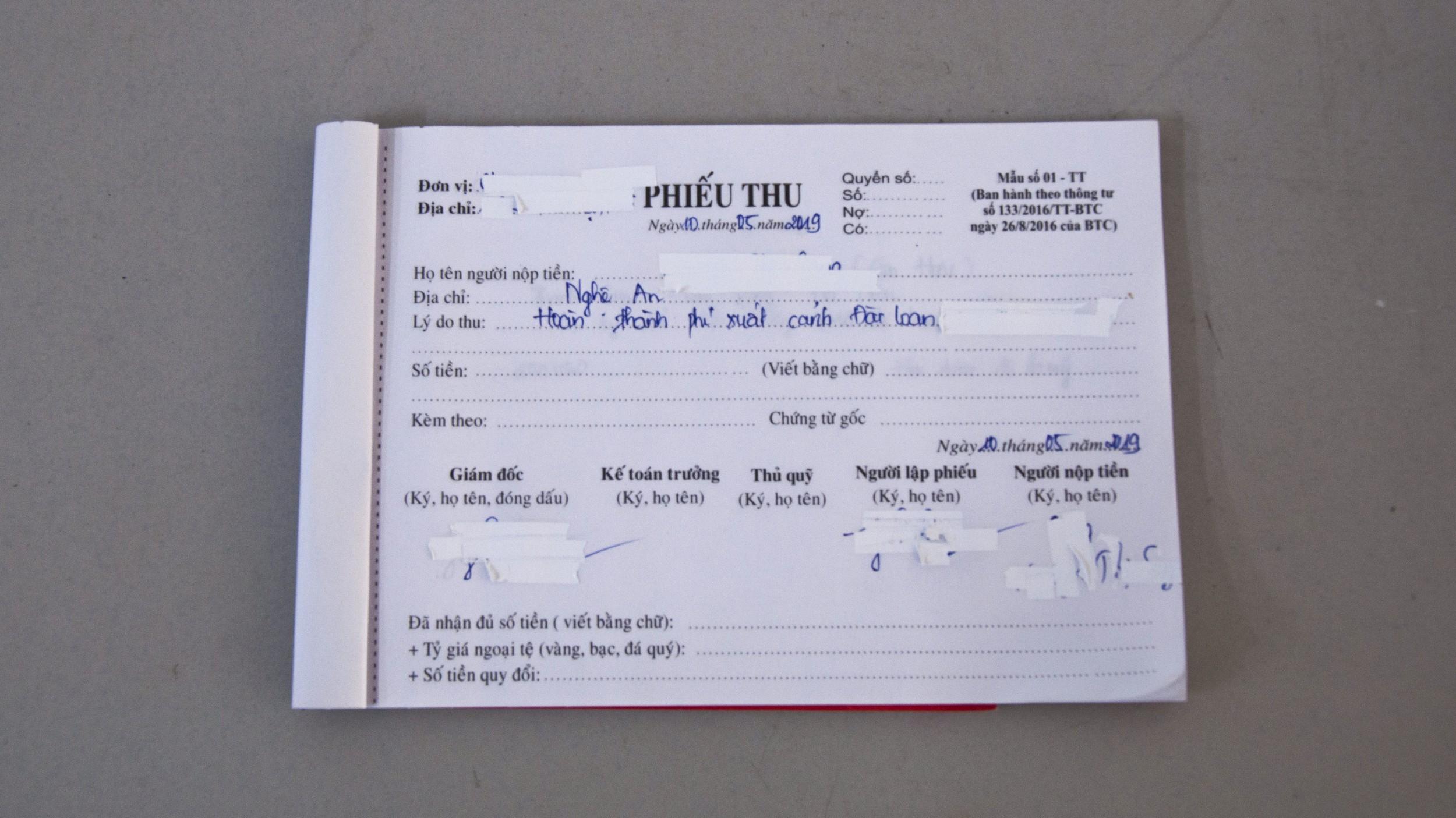 图说:一名越南中介私下告诉记者,来台移工的缴费收据上不会写他们缴了多少钱,顶多写已结清,就是为了避免违法超收的中介费用被追查。(摄影/简永达)