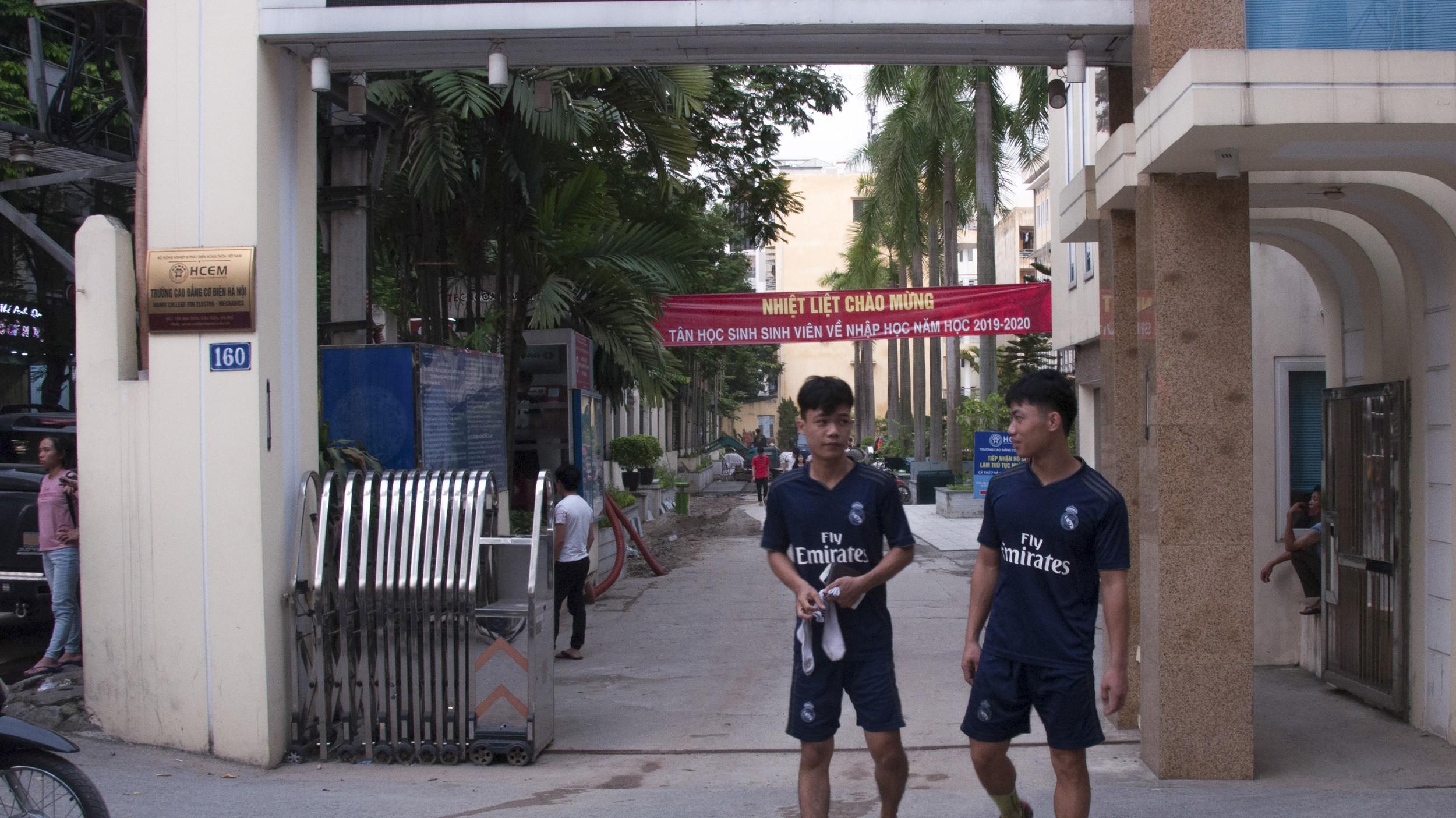 图说:日本2019年修法正式引进外籍劳工后,愈来愈多日本中介赴越南找当地中介合作,开设移工的训练中心。图为一所与日本、越南中介合作的技职学校。(摄影/简永达)