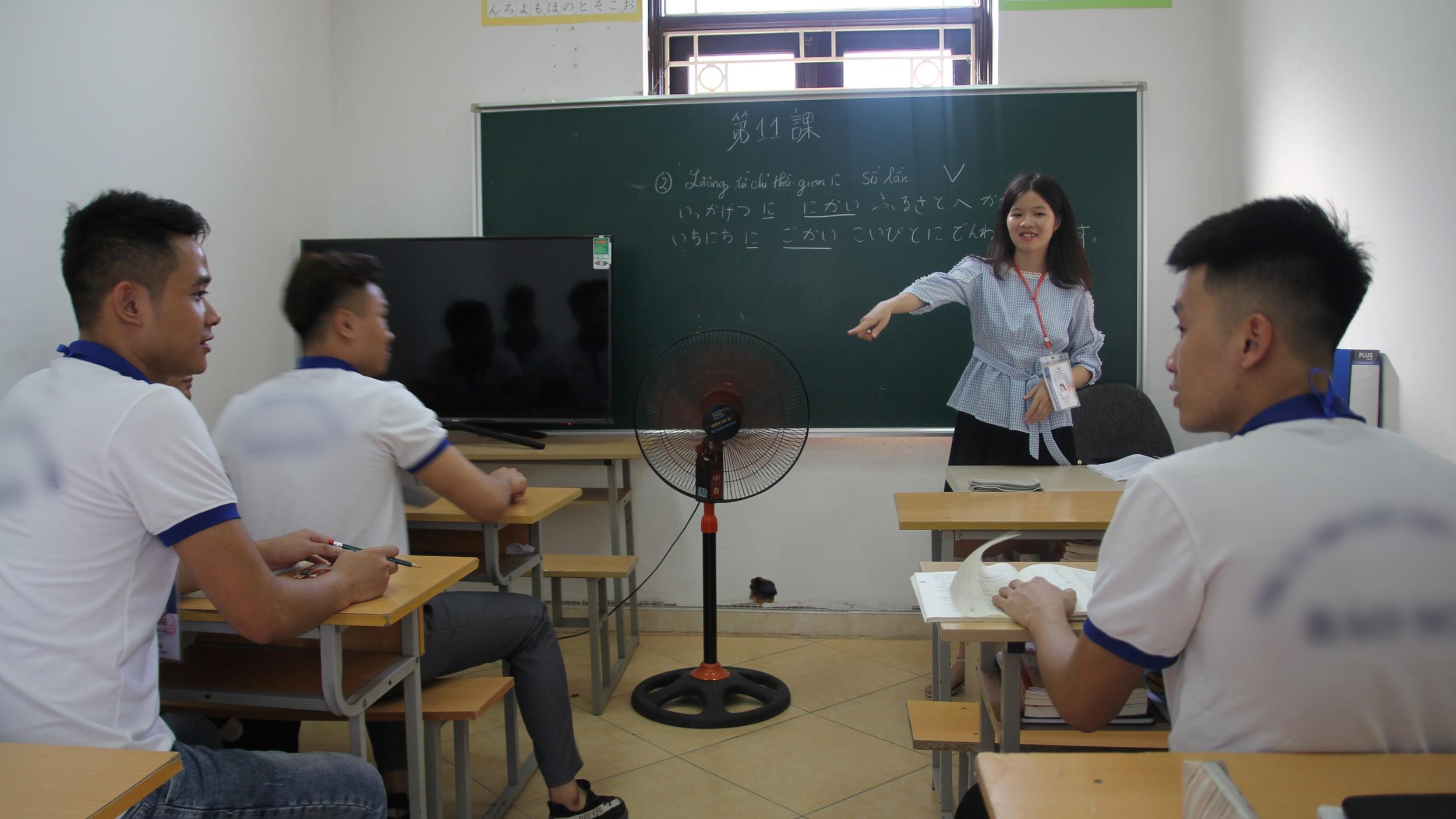 图说:越南移工赴日本工作之前,必须通过语言与技能检定。图为一所越南中介开设的日语训练中心。(照片提供/1095)