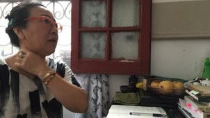 独立的地方文史研究者和专栏作者程绍蟾,现致力于不被从自家景云里的石库门中赶走。(上海双年展网站)