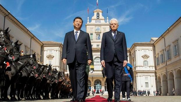"""中国国家主席习近平2019年三月底访问欧洲,和意大利签署""""一带一路""""谅解备忘录。图为意大利总统举行欢迎仪式欢迎习近平。(法新社)"""