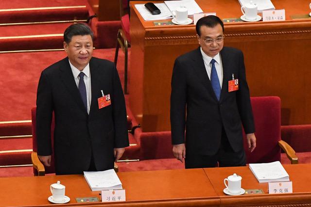 李克强总理在政府工作报告中指出,当前和今后一个时期,中国发展面临的风险挑战前所未有。(法新社)
