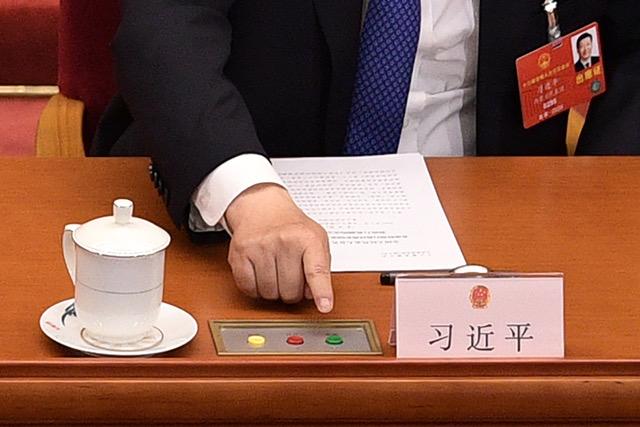 矢板明夫认为习近平借着推国安法把香港当人质,在国际上拿回了主动权。(法新社)