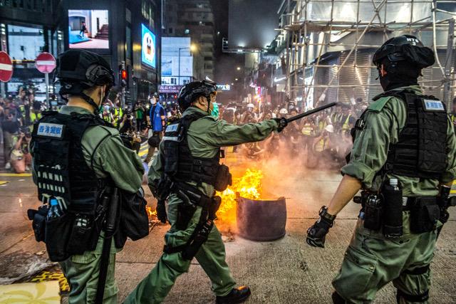 """""""港版国安法""""通过,未来香港资金和人才可能向全世界各地流出,香港国际金融地位恐怕下降。(法新社)"""