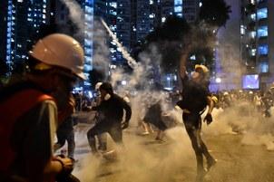 北京动员爱国群众力量打击香港示威者,示威者要面对的将不只是催泪弹。 (资料图/法新社)