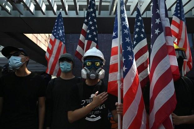 香港反送中运动超过一百天,示威者加大向国际发声的声量,对北京施压。(法新社)