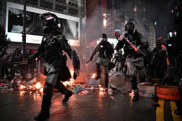 若抗议示威令十一庆典难堪将遭报复,学者说其实报复已经开始。 (法新社)