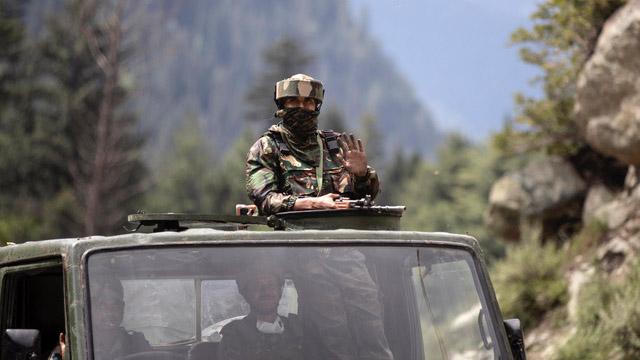 近日中国在中印边界兴建有保暖功能的基地,印度则是加强了对边界的侦察行动。(美联社)